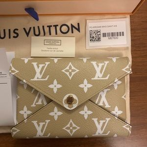 Louis Vuitton Bags - Auth Louis Vuitton Giant Medium Kirigami Pouch